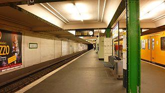 Französische Straße (Berlin U-Bahn) - Platform view of Französische Straße