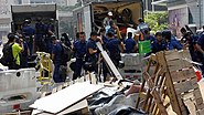 Umbrella Revolution Police clear Roadblock in Queensway 20141014