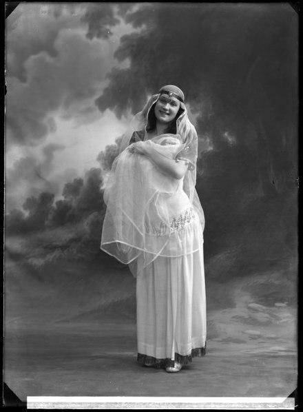 File:Undine Peterson, dancer, in unknown performance - SMV - GP022.tif