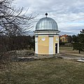 Ursan tähtitorni Kaivopuistossa.jpg