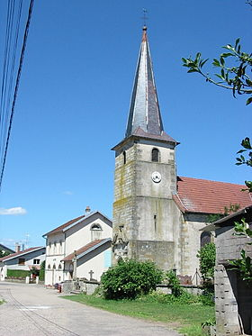 L'église Saint-Quirin au centre du village