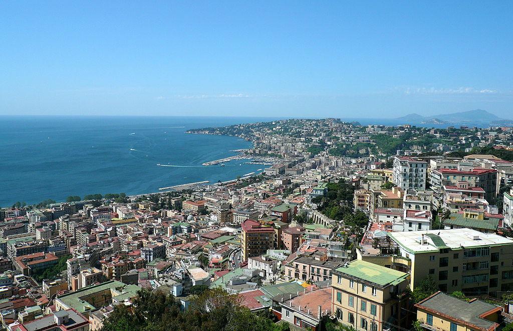Vue panoramique sur les quartiers de Chiaia et Mergellina depuis les hauteurs du Castel Sant'Elmo à Naples - Photo de Dr.Conati