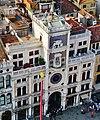 Venezia Blick vom Campanile der Basilica di San Marco auf den Torre dell'Orologio.jpg