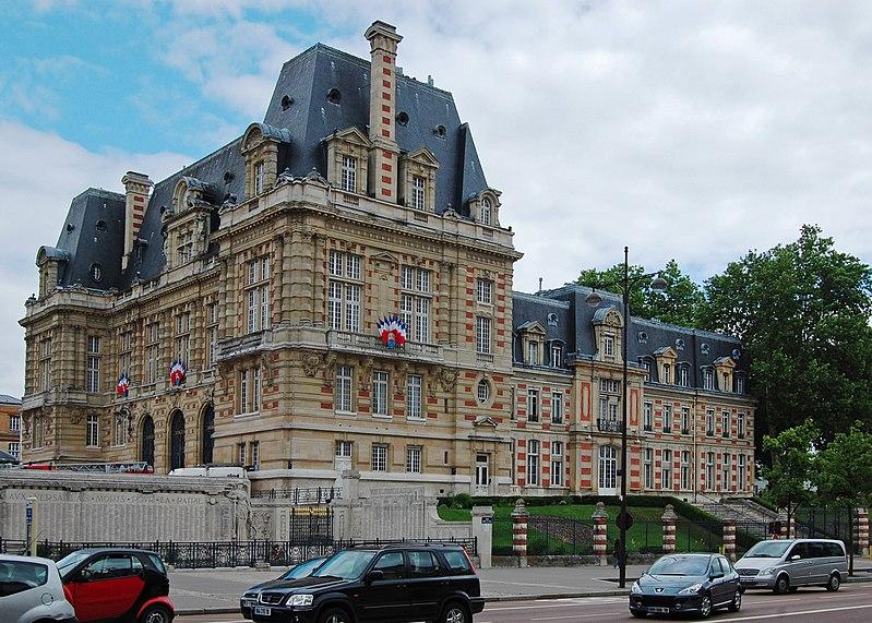 File:Versailles Hôtel de Ville June 2010.jpg