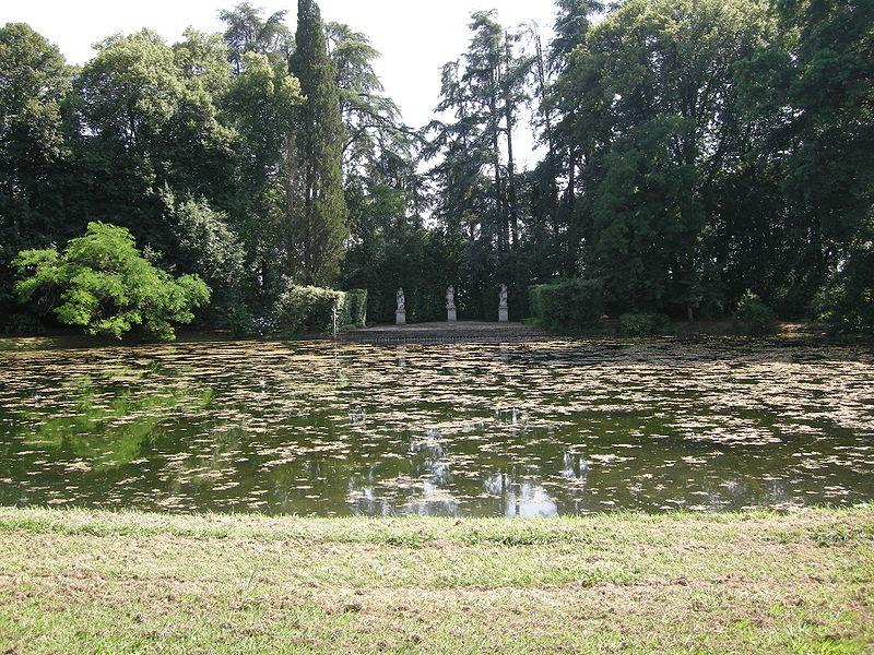 File:Villa reale di marlia, laghetto 02.JPG