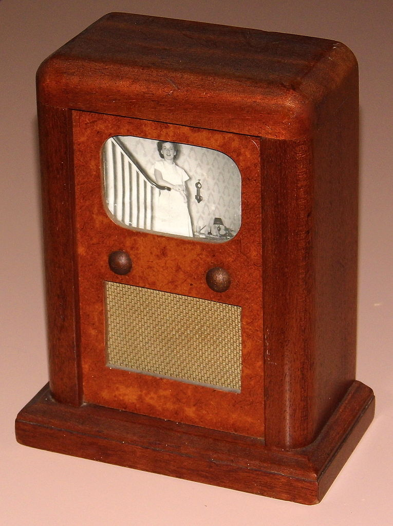 file vintage wood television savings bank likely handcrafted measures 7 3 8 inches tall. Black Bedroom Furniture Sets. Home Design Ideas