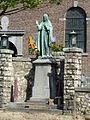 Voerendaal-Heilig Hartbeeld bij kerk.JPG