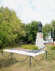 Vysoki Bayraky Park Brothery Grave of WW2 Warriors 01 (YDS 4256).jpg