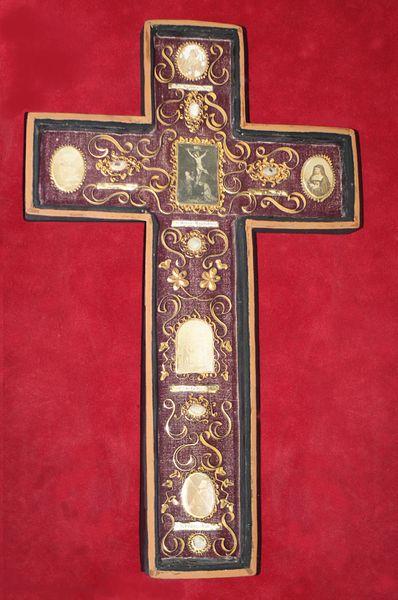 Croix paperoles-reliquaire, chapelle Saint-Mériadec (XVIII°), Fr-56-Baden.