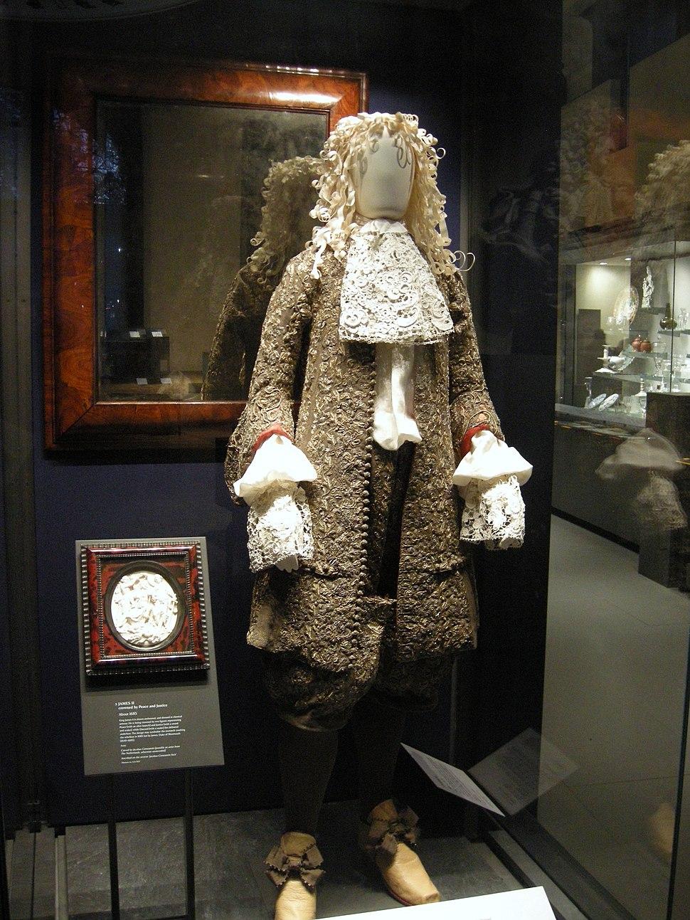 WLA vanda Wedding suit worn by James II