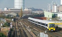 Wandsworth Road railway station MMB 02 465194.jpg