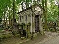 Warszawa-Dobosiewicz and Kosiński family's grave.jpg