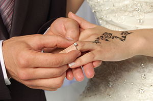 Arab wedding - Wear engagement ring during wedding ceremony in Tunisia