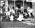 William Finch family portrait 1905 (3195483022).jpg