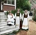 Women in national costume (Fylkesarkivet i Sogn og Fjordane).jpg