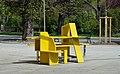 Yellow street furniture 02, Schönbrunner Schlossstraße.jpg