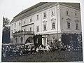 Zlín, muzeum, výstava Zlín-Gottwaldov-Zlín, zahradní restaurace před zámkem 1932.jpg