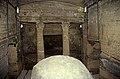 Ägypten 1999 (711) Alexandria- Katakomben von Kom el-Shoqafa (32614473860).jpg