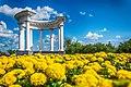 Біла альтанка (ротонда), Полтава. Фото в кольорах українського прапору.jpg