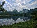 Отражение пиков Звездный и Птица в озере Светлое.jpg