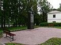 Памятник Некрасову с лавочками - panoramio.jpg