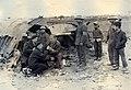 СВС у обломков сбитого Б-52 в окрестностях Ханоя 23.12.1972 (2).jpg