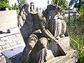 Художній надгробок на могилі Анни та Емілії Губер, скульптор Евтельє.JPG