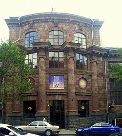 Главное здание библиотеки (1939, арх. А.О.Таманян)