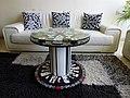 עיצוב שולחן מודרני מגליל עץ ישן.jpeg