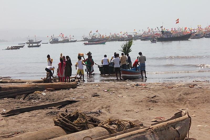 चित्र:शिमगा उत्सव हर्णै बंदर.jpg