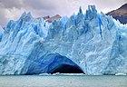 Печера в льодовику Періто-Морено