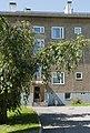 1950-luvun lähiöarkkitehtuuria Maunulassa, kerrostalo Koivikkotiellä - G29572 - hkm.HKMS000005-km0000obir.jpg
