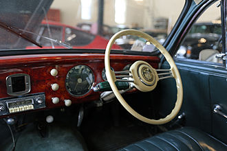 Preselector gearbox - A Cotal electromagnetic gear shifter in a 1954 Salmson 2300S