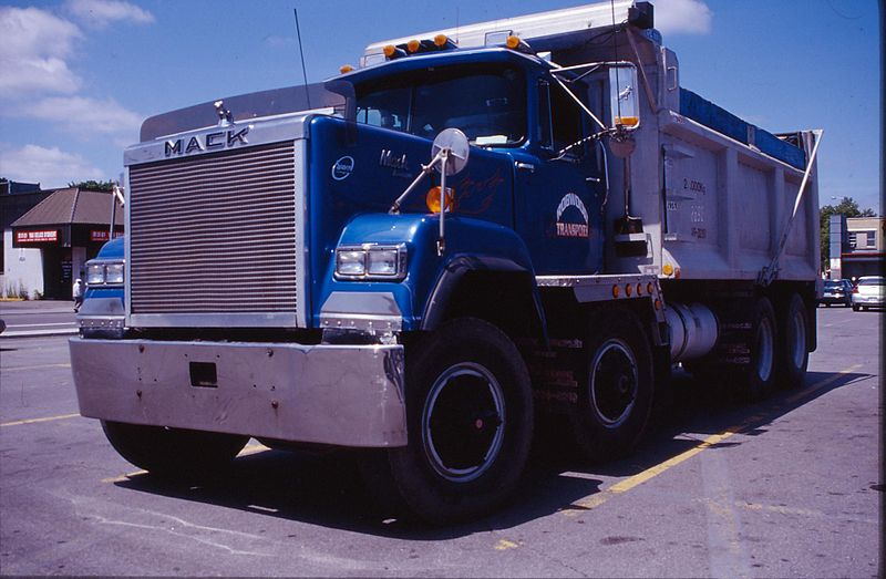 File:1987 Mack dump truck in Montreal Canada.JPG