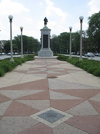 Victory Monument (Chicago) - Image: 20070601 Victory Monument (7)