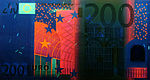 200 euro note under UV light (Obverse)