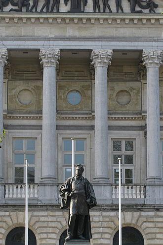 Hippolyte Metdepenningen - Statue of Hippolyte Metdepenningen in front of the Court of Justice in Ghent