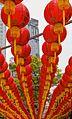 2016 Singapur, Chinatown, Ulica Telok Ayer, Czerwone chińskie lampiony zawieszone nad ulicą (01).jpg