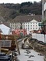 2017-12-13, Umbau des Verkehrsknotens am Siegesdenkmal in Freiburg, ein neues Bächle entsteht, im Hintergrund d.jpg