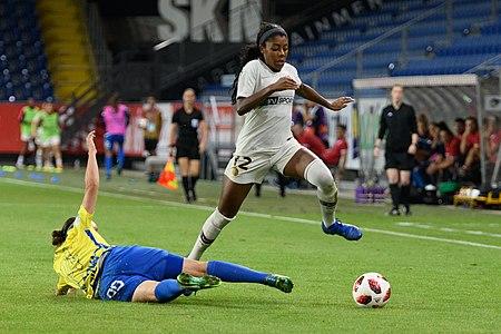 20180912 UEFA Women's Champions League 2019 SKN - PSG Bíróová Lawrence 850 5024.jpg