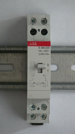 Latching switch - Image: ABB E256 230