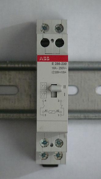Latching switch - Image: ABB E256 230