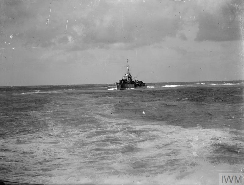 ANTI-SUBMARINE PATROL. 25 DECEMBER 1941, ON BOARD THE DUTCH DESTROYER ISAAC SWEERS, AT SEA IN THE EASTERN MEDITERRANEAN. A8052