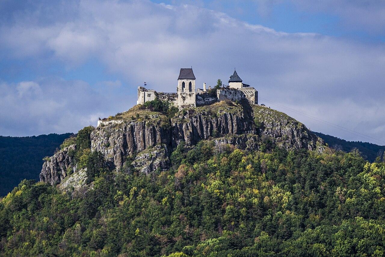 Fișier:A füzéri vár távolról.jpg - Wikipedia