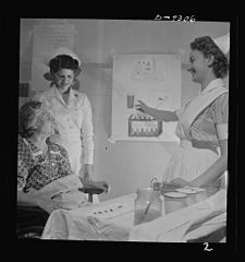A student nurse explains to diabetic patient 8b08212v.jpg
