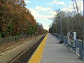 Abington station platform facing south, November 2016.JPG