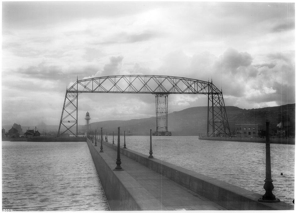 Aerial transfer bridge (ferry), Duluth, Minnesota, ca.1920 (CHS-5034)