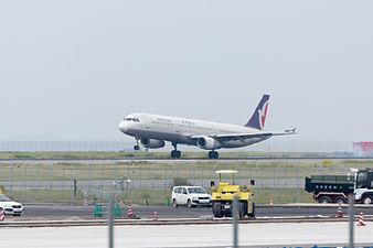 Air Macau, A321-200, B-MAQ (18815831123).jpg