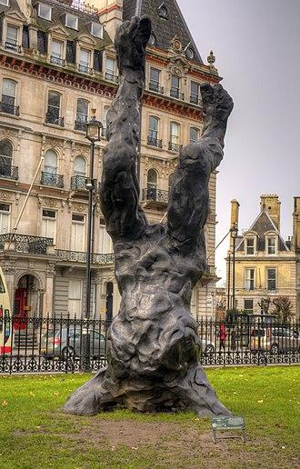 Alien (sculpture) - The sculpture in 2015, in Grosvenor Gardens