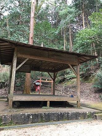 Kanjo Nawa - Image: Amaterasu Mikado Shrine butai